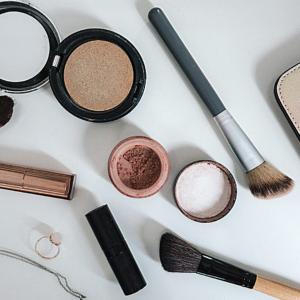 tâches de maquillage linge de maison